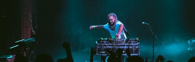 Mr. Carmack Brings Vibes With His Band, Bass and Solo Set – Photo Gallery